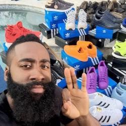 哈登收赞助商两卡车球鞋